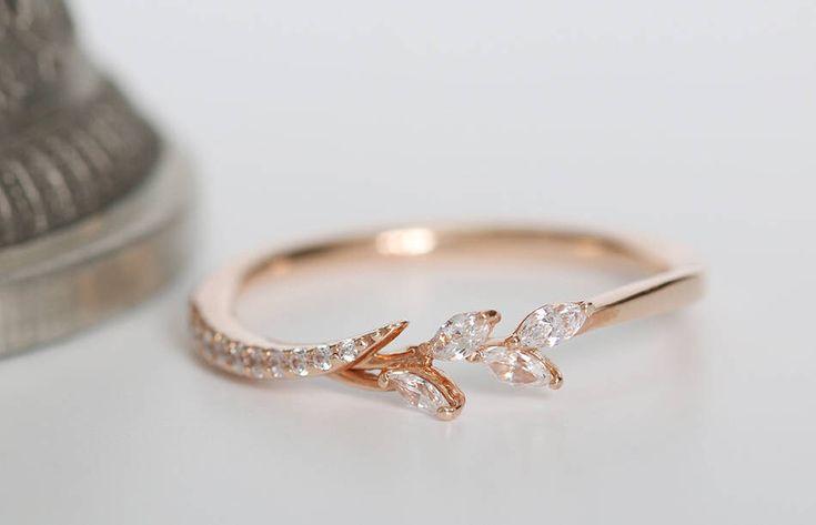 Gorgeous Natural Leaf Band Ring Natural White Diamond