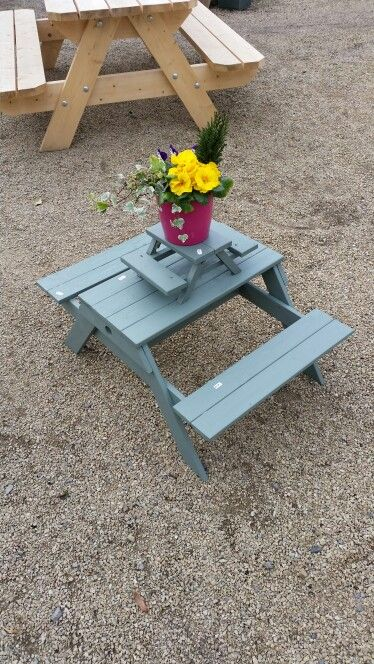 Kids picnic bench and mini picnic bench by Willie