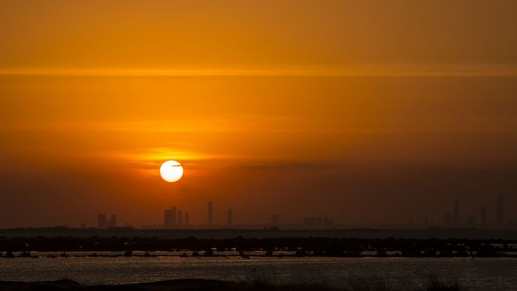 https://flic.kr/p/GcuhJS | The setting sun - Abu Dhabi