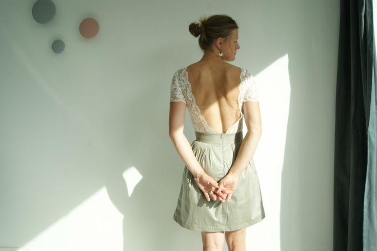 """De la dentelle, du tissu satiné et quelques plis, je vous présente la nouvelle """"petite robe pas sage""""..."""