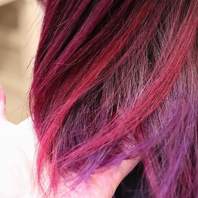 WEBSTA @ hair_legit - もともとグラデーションにブリーチしてある髪に原色カラー。地層みたいにランダムにパネルで色が違うよ〜!赤系2色、紫系2色の全部で4色。巻くとめちゃ可愛いんだよー!!!!カラー剤はマニパニ使用。コスト高めだけど安定の発色。#美容室LEGIT #グラデーション #グラデーションカラー #ヘアカラー #原色 #原色系カラー  #マニパニ #ディープパープルドリーム #ライラック #フューチャーショック #ブリーチ #ブリーチ必須 #ブリーチカラー #ダブルカラー #派手髪 #暖色 #暖色カラー #暖色系 #美容室 #美容師 #hair #haircolor  #manicpanic  #deeppurpledream  #futureshock  #bleach #インカラミ #Japan #栃木県 #益子