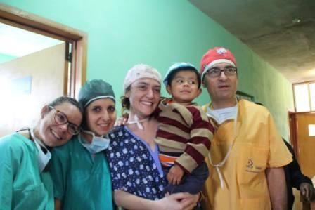 Il chirurgo plastico Paola Pasquini in Guatemala per curare le ustioni da fuochi dartificio