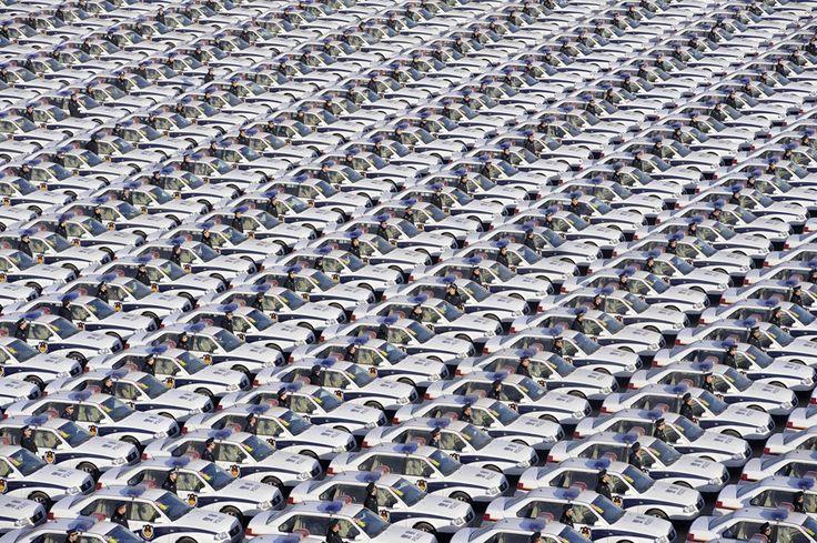 Сотни офицеров полиции  на церемонии передачи олимпийской эстафеты