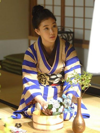 styling the kimono Japanese actress Aoi Yu knows how to dress, and is especially good at wearing kimonos. Her kimono patterns in the TV show...