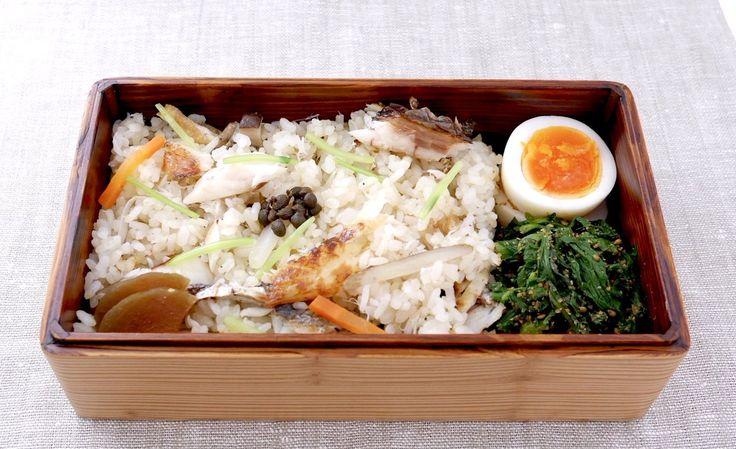 かますご飯300g(実山椒の佃煮、奈良漬け、三つ葉)、にぬき(塩)、菊菜胡麻和え
