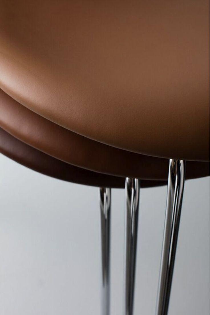 Series 7™ Chair by Arne Jacobsen / Fritz Hansen. Sorensen Leather: Avenue / Coffee, Tan, Mocca. Photo: Jens Peter Engedal.#arnejacobsen www.fritzhansen.com www.sorensenleather.com