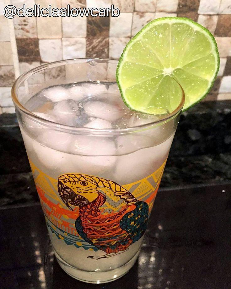 A @deliciaslowcarb começou bem a sexta-feira fazendo nosso drink low carb.  E olha que bonito ficou o dela!  Receita logo abaixo  @Regrann from @deliciaslowcarb -  Hoje o @senhortanquinho postou um drink low-carb não resisti tive que testar! #muitobom A receita: 1 dose de vodka (boa)  1 e 1/2 dose de água tônica (zero)  meio limão espremido  gelo a vontade e misturar!!! Simples e gostoso! Merecemos um drink final de semana chegou!  #deliciaslowcarb #senhortanquinho #drink #lowcarbbrasil…