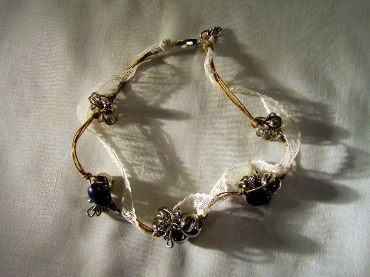 collana realizzata con corda di lino naturale, passamaneria e perle blu oltremare new romantic necklace