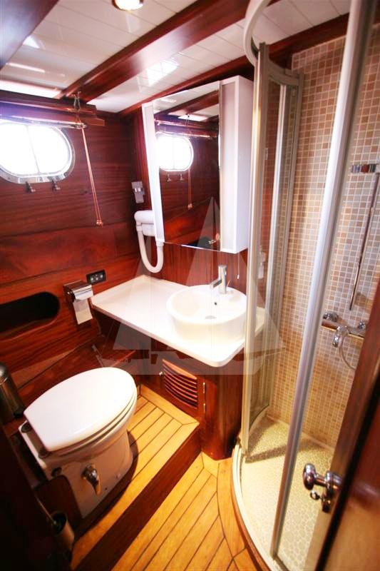 Modern bathrooms of M/S Trippin luxury gulet
