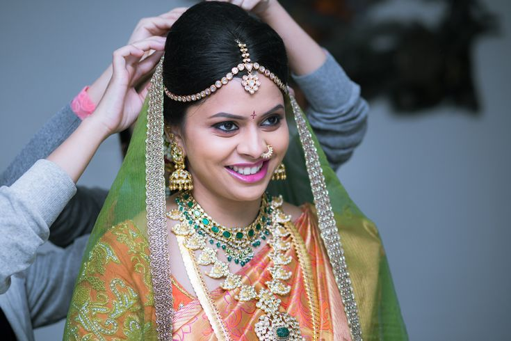 Traditional Southern Indian bride wearing bridal silk saree, jewellery and hairstyle. Temple jewelry. Jhumkis. Maang tikka. Statement necklace. Silk kanchipuram sari. Braid with fresh flowers. Tamil bride. Telugu bride. Kannada bride. Hindu bride. Malayalee bride. Indian Bridal Makeup. Indian Bridal Fashion.
