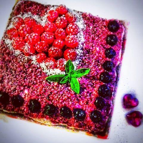 Borůvkovo-banánový RAW cake. RECEPT ➡ www.Facebook.com/adri.nelly/  Nechte si čvachtat 😘 🐽  🍰 😉 ❤ ... ... ... ...  ...  ... .... .... .... .... ... .... .... .... .... .... .... .... ... .... ... #food #foodporn #yum #rawfood #yummy #czech #dort #koláč #photo #sweet #raw #mnamka #cake #fresh #tasty #healrhy #delish #delicious #eating #foodpic #foodie #foodpics #eat #desert #foodgasm #papani #dobrota