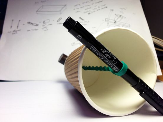 YSALINE VAN WALLENDAEL_REFERENT1_COURS1_INSTABLE Dispositif > traces _ do-it-yourself drawing machine