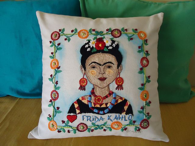 "ALMOFADA ""FRIDA KAHLO"" | Flickr – Compartilhamento de fotos!"