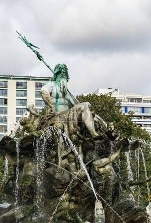 La fuente de Neptuno en Berl�n fue construido en 1891 y fue dise�ado por Reinhold Begas photo