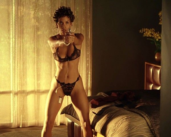 she will shoot you spread it latina gun halle berry dressed to impress in 2018. Black Bedroom Furniture Sets. Home Design Ideas