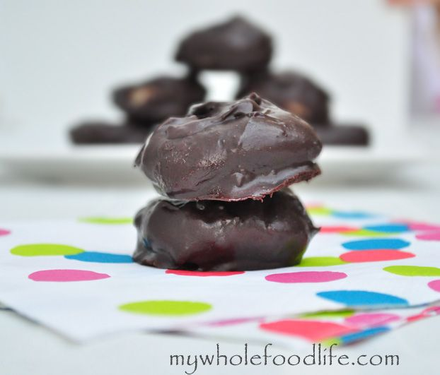 Chocolate Peppermint Bites. A little minty bite of heaven that takes only minutes to make! Vegan, gluten free and grain free.