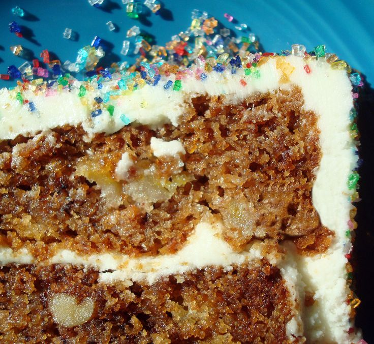 Gluten-free? No problem! With this easy hummingbird cake (featuring banana, spices & cream cheese icing), you'll never miss the gluten!