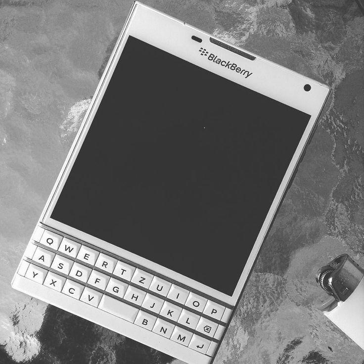 #inst10 #ReGram @gerivicena: Útlevél #blackberrypassport  #BlackBerryClubs #BlackBerryPhotos #BBer #RIM #QWERTY #Keyboard #BlackBerryPassport