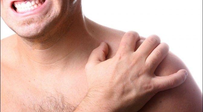 Una de las lesiones más típicas del hombro es la tendinitis del supraespinoso, que forma parte del manguito de rotadores.