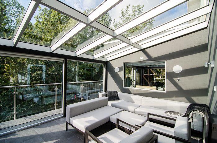 Underbart inglasat uterum utfört av Ringströms glas. A contemporary/modern sunroom!!!