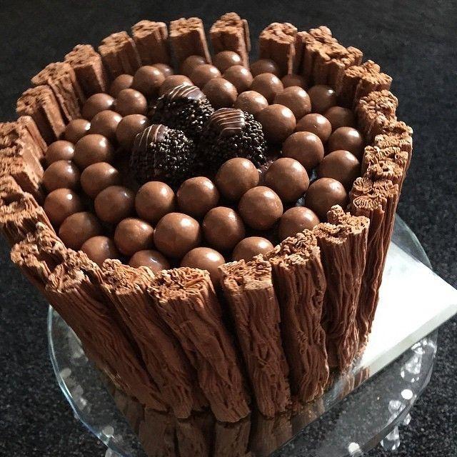 Vanilla Sponge Cake Covered in Chocolate Buttercream and Flakes topped with Maltesers and Dark Ferror Roche!  awesome #cakestotaste from: @sals_cakes_n_bakes    have your own awesome #cakestotaste ? tag us!!   via #cakeguide #cakemenu #kue #kueenak #kuelucu #kueonline #indonesiaphotographers #cake #cakes #cakeart #cakedesign