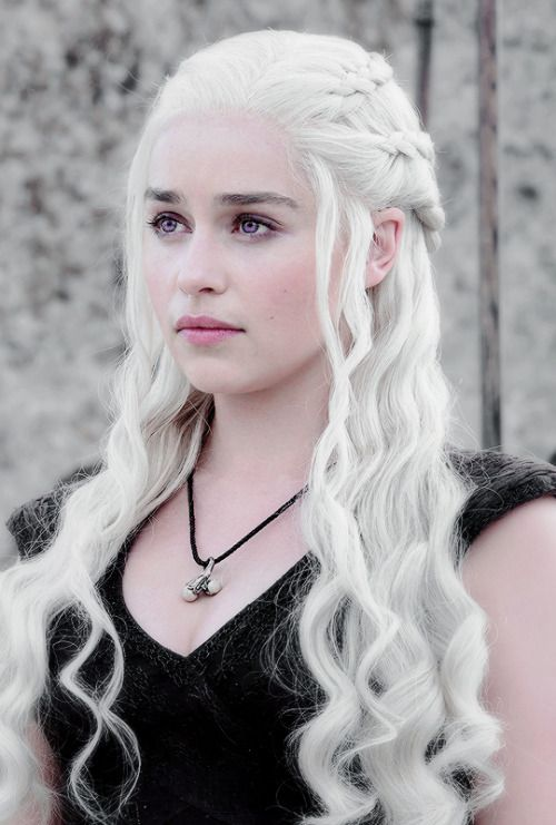 Side Note: Khaleesi's hair and makeup is on FIRE. (Haha see what I did there?…