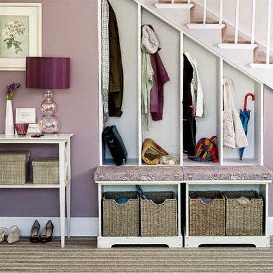Живи красиво! - блог о дизайне и декоре: Полезное пространство под лестницей. Используем каждый угол!