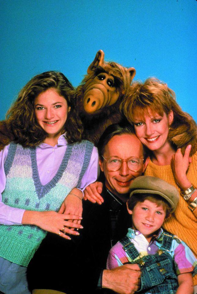 Seit Ende der 1980er kann ich 'Help me Rhonda' net mehr hoeren ohne an Alf zu denken: http://youtu.be/7mZ0ApTA-y4 Jetzt kommt Alf zurueck: Ab Di. (7.1.) zeigt ATV 2 alle 100 Folgen.
