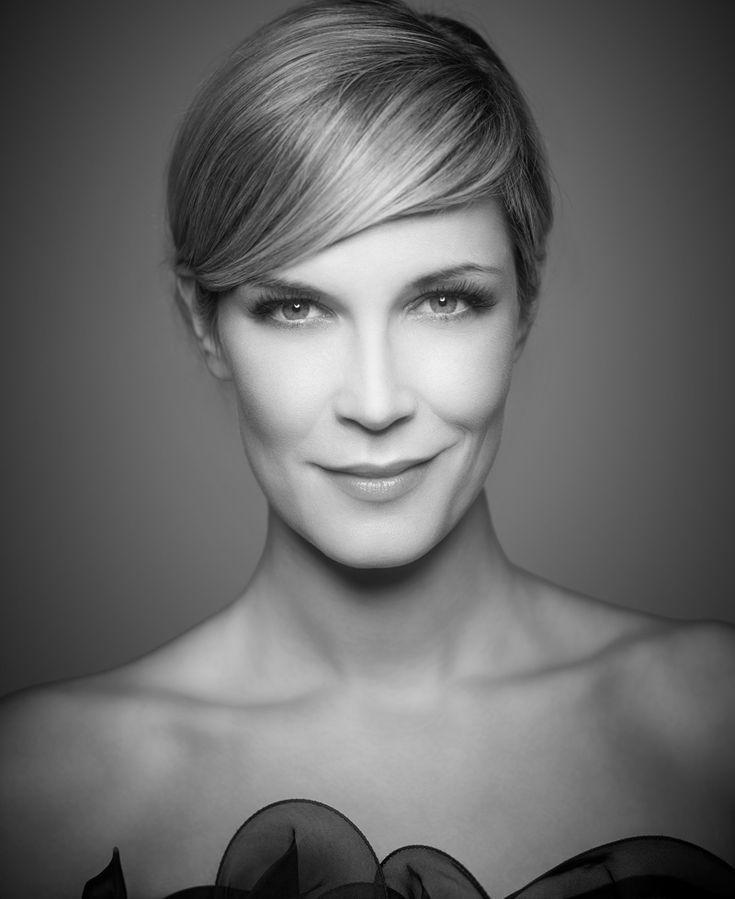 Verena Wriedt. Welches sind die Beautygeheimnisse der schönen Moderatorin? Welches ihre Lieblingsprodukte?Der Schminktante steht sie Rede und Antwort!
