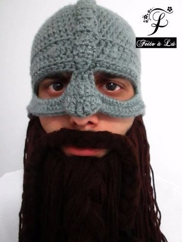 Transforme-se em um Viking de verdade!   Gorro inspirado em verdadeiros Elmos Vikings (legítima caracterização viking), confeccionado em crochê com barba feita de lã.   Linha de alta qualidade e design exclusivo.   #viking #medieval #guerreiro #hidromel #eramedieval #antigo