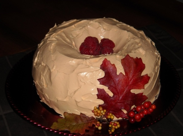 Autumn Pumpkin Raspberry Bundt CakeBundt Cakes, Pumpkin Raspberries, Almond Cake, Pumpkin Bundt, Pumpkin Cake, Sounds Delicious, Autumn Pumpkin, Cake Recipes, Raspberries Bundt