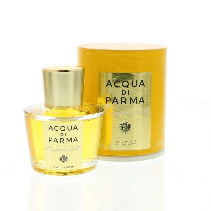 Acqua di Parma Magnolia Nobile Eau de Parfum Spray 50ml  Acqua di Parma Magnolia Nobile Eau de Parfum. De oevers van het Comomeer zijn bekleed door elegante villa's met prachtige tuinen. Een mix van bedwelmende parfums en de stralende nobele geur van magnolia zo perfect thuis in deze prachtige tuinen. Met fluweelzachte bloemblaadjes symboliseert de magnolia een lichtgevende en aristocratische vrouwelijkheid. Een uitdrukking van sensualiteit tegelijk krachtig en delicaat zoals deze parfum…