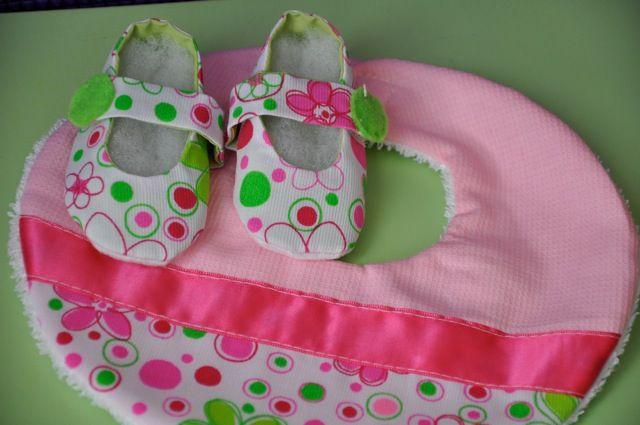 2- Zapatos de aprendizaje. Para los primeros pasitos A partir de los 7 u 8 meses de edad, dependiendo del desarrollo de cada bebé, los bebés empezarán a descubrir y explorar todo el espacio.