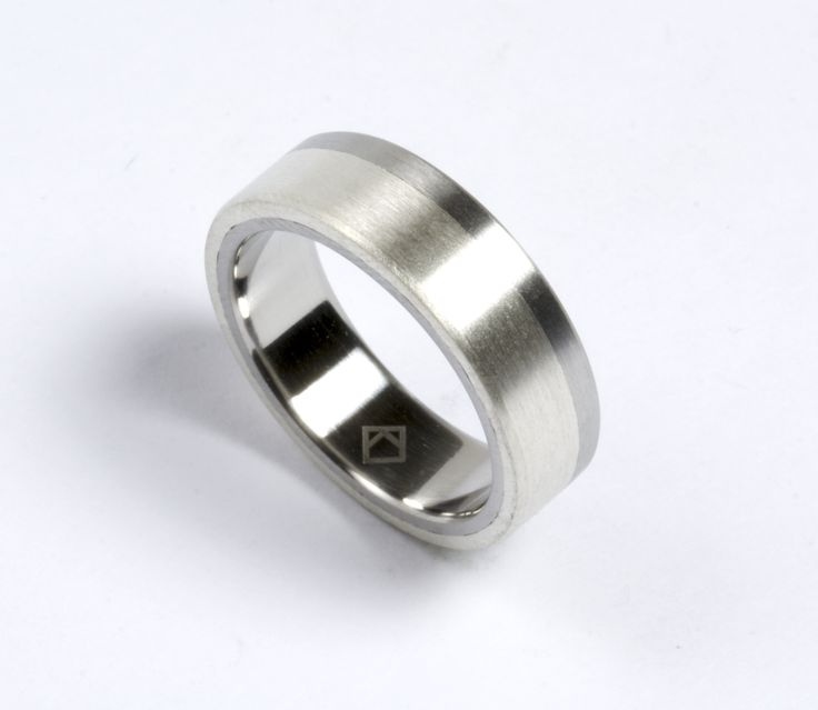 a new pairing for the stainless and silver ring, kmr113. This one has silver on the outside with steel on the inside