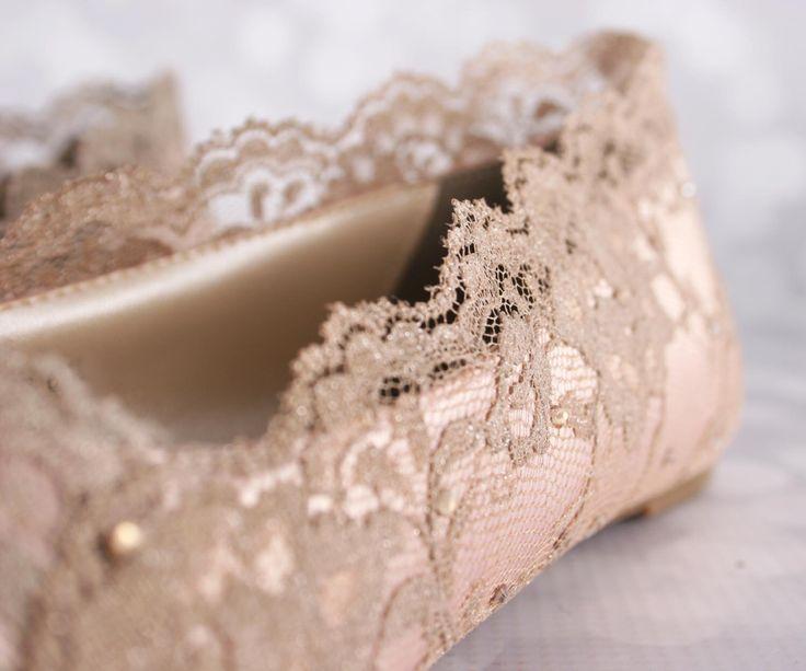 Bruiloft schoenen, Schoenpoetsen Trouwschoenen blozen, bruiloft Flats, Lace Trouwschoenen, Bling Trouwschoenen, Blush bruiloft ideeën, bruids Lace schoenen door EllieWrenWeddingShoe op Etsy https://www.etsy.com/nl/listing/255958118/bruiloft-schoenen-schoenpoetsen
