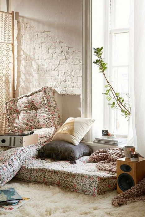 22 Cozy Interior Designs with Shag Carpet Interiordesignshome.com Magical room design with shag carpet