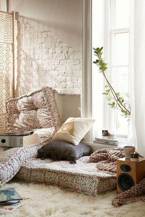 22 Cozy Interior Designs with Shag Carpet Interiordesignshome.com Magical room design with shag carpet
