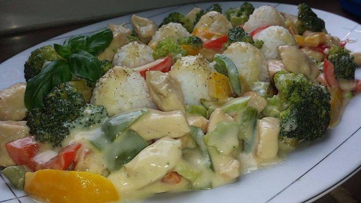 Κοτόπουλο με λαχανικά και άσπρη σάλτσα