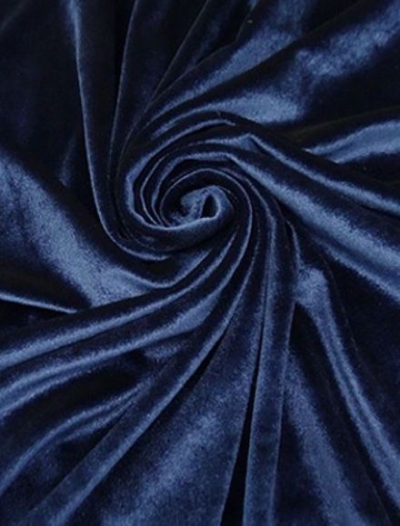 Dressing- Velvet cloth was limited to those of the status of knights or above