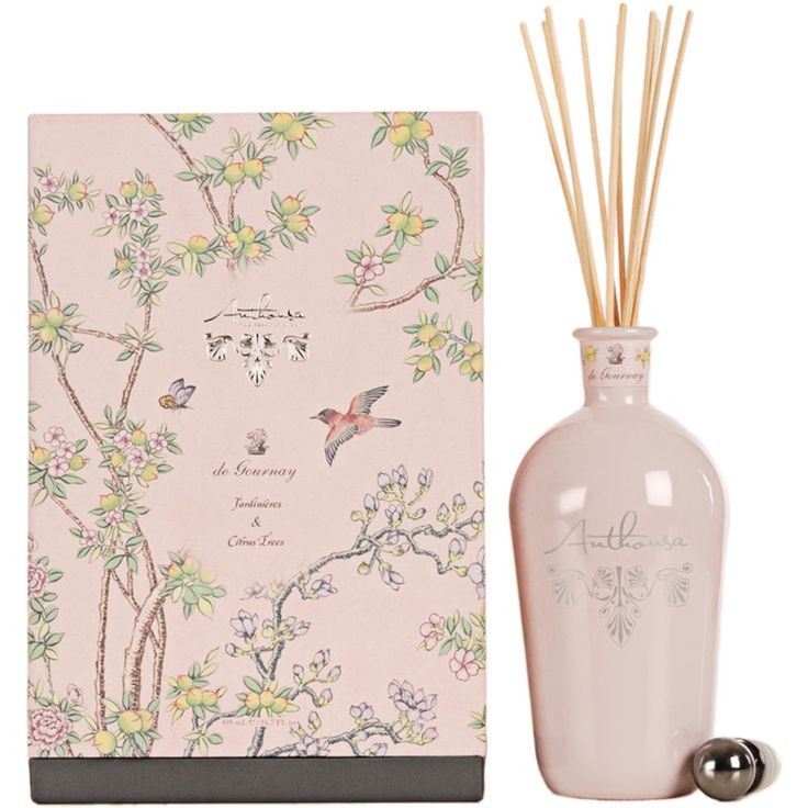 Anthousa collaborated with my favorite creator of amazing wall coverings, De Gournay, for this diffuser