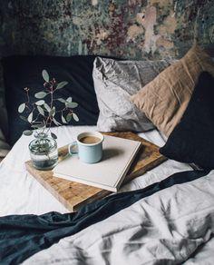 Le Sens Commun n'est pas si Commun plaisir d'automne autumn vibes coussins cushion interior design deco chambre room lin hetm cafe coiffe the livre book fleur plantes tea