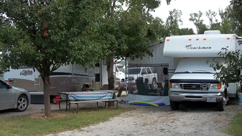 Taneycomo Resort...... RV Park too    Branson, MO