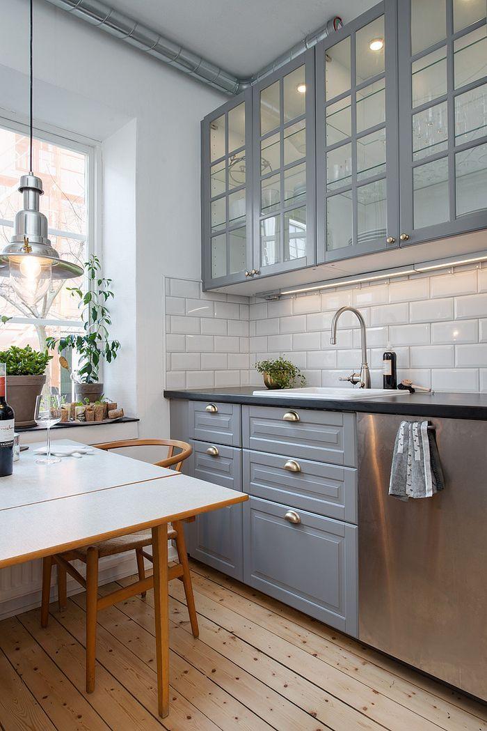 petite cuisine grise et blanche de