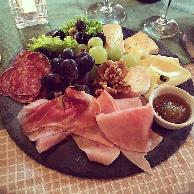 Winzerplatten - Enjoy a nice snack between meals   #operncafe #opernplatz #frankfurt #restaurant #food #foodporn #instagood #foodie #photooftheday #wine #picoftheday #instadaily #follow #instalike #igers #bestoftheday #tflers #meat #followme #cheese #grapes #love #salami #foodgasm #walnuts #yummy #yum #tbt #delicious #instamood