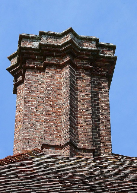 Edwin Lutyens chimney, 15th or 16th century.