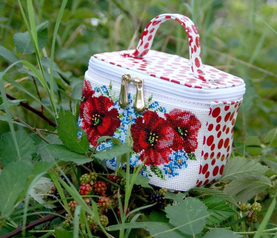 Cosmetic bag Poppies white skin red peas от Yourembroidereddream