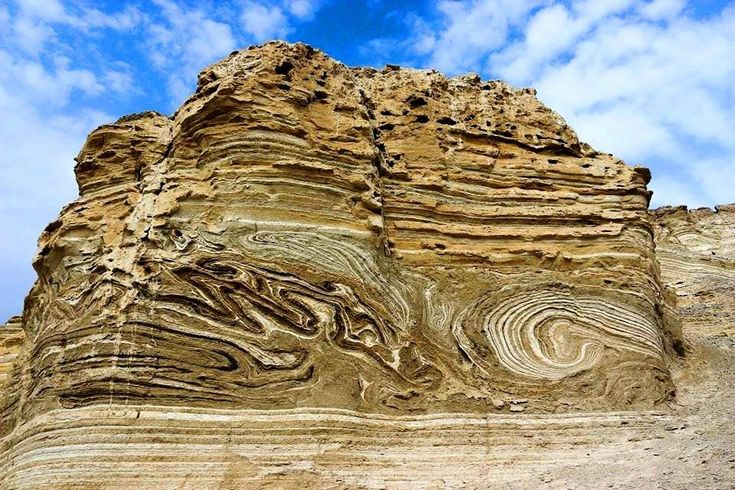 Seismite in the Middle East (Dead Sea). Seismites are soft-sediment deformations in units caused by earthquakes near the time of their initial deposition.  G