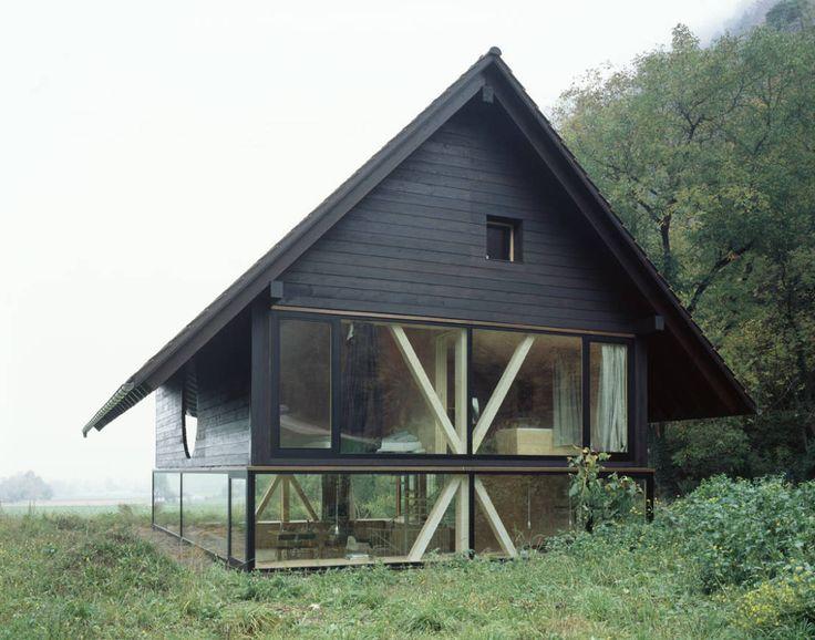 Umgeben von Feld und Wiese findet man in dem Schweizer Kanton Solothurn ein idyllisches Einfamilienhaus. Eine vierköpfige Familie hat dort in Balsthal ein neues Heim gefunden.