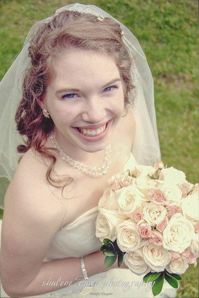 Shalene Dawn Photography | Bride Portrait Rose Bouquet