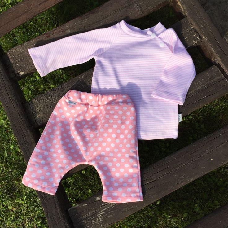 """kojenecké tričko ... RŮŽOVO-BÍLE (jemné proužky) Kojenecké tričko s dlouhým rukávem    triko ve velikostech """"KLASIK"""" a """"SLIM""""  ... prosím měřte, míry v tabulce velikostí   materiál: designový bavlněný zahraniční úplet v pestrých barvách, velmi dobře drží tvar ..."""